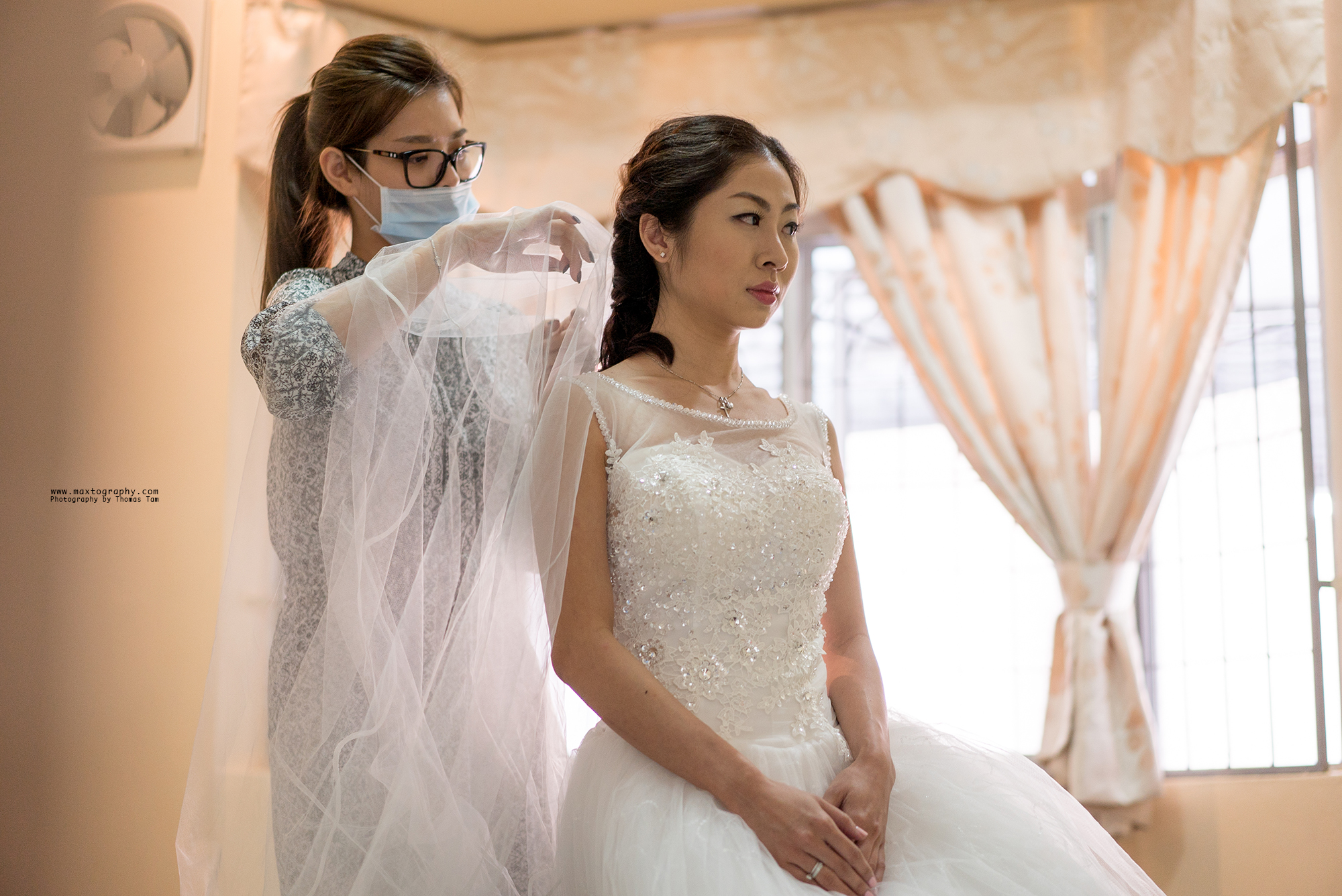 make up artist tiding brides veil