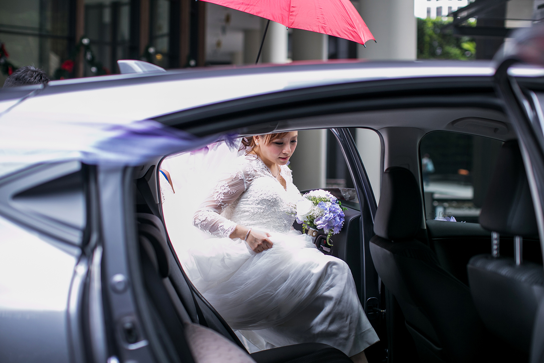 bride going inside the car