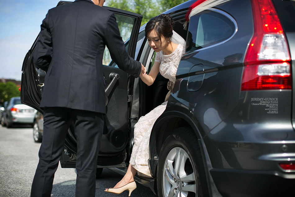 bride stepping out from car