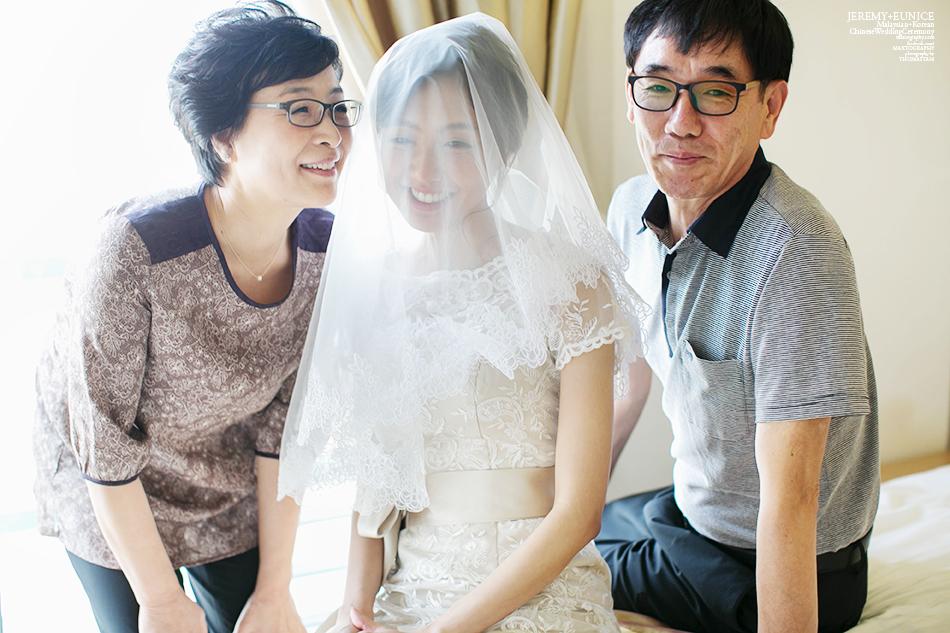 bride with parent photo