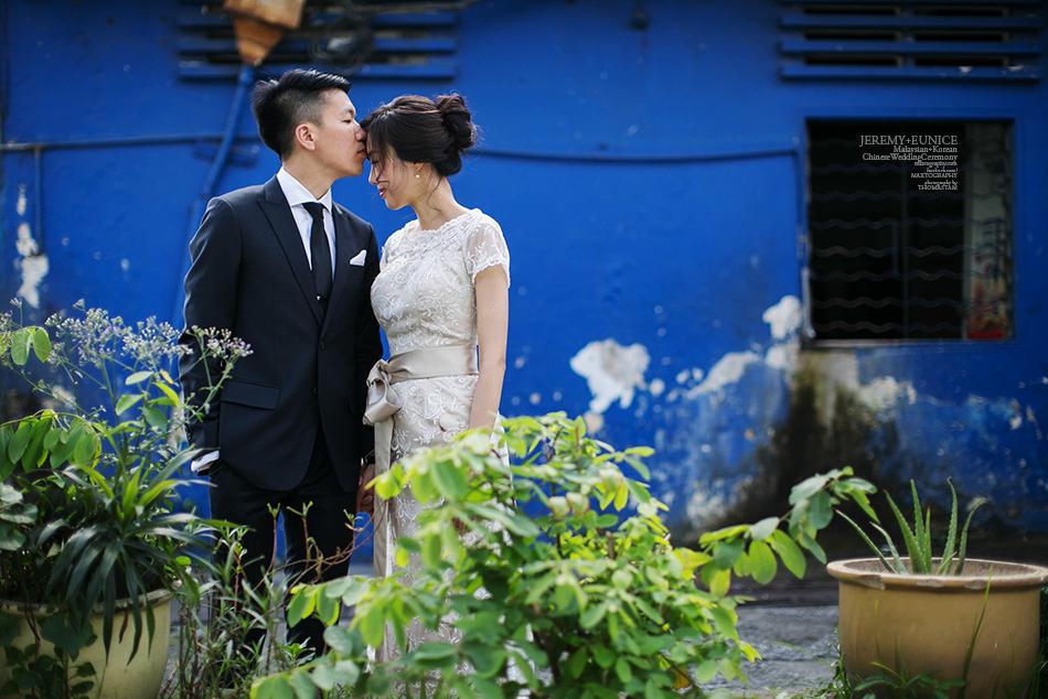 groom kissing bride forehead