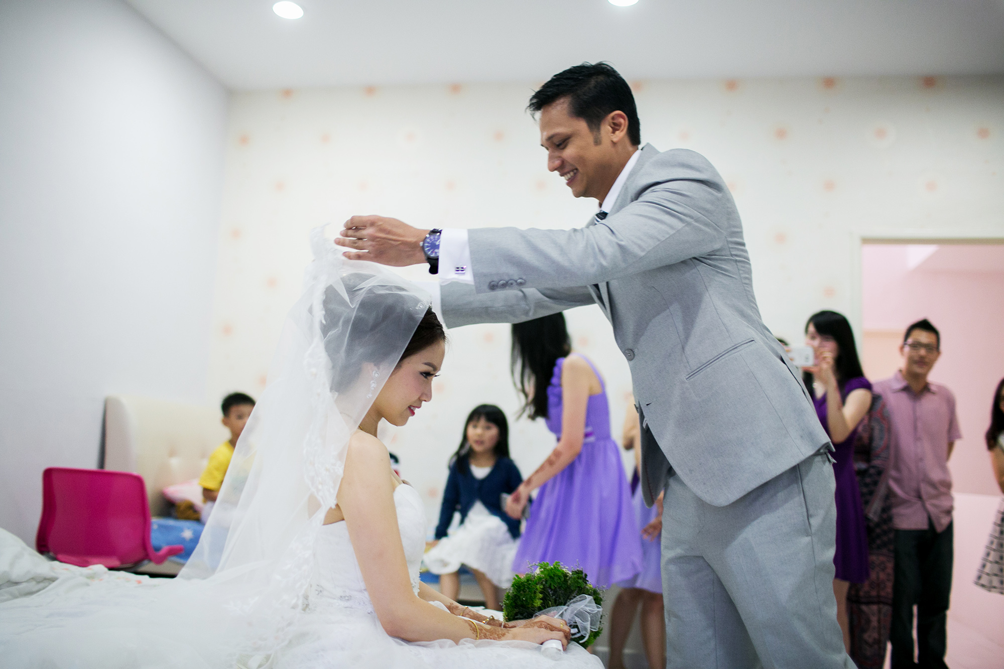 groom unveiling bride