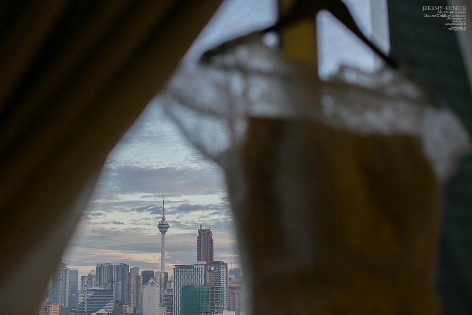 wedding gwon with city scene